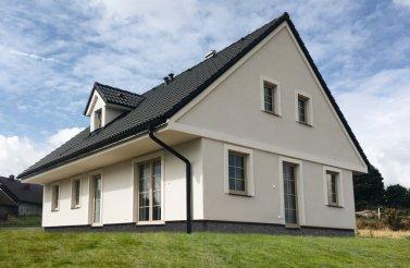 Venkovský dvoupodlažní dům 4+kk v obci Chlumek