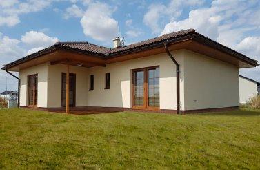 Menší bungalov 3+kk v obci Dříteč