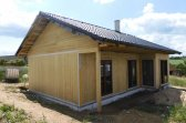 Průběh výstavby menšího bungalovu 3+kk v malé vesničce Vlková