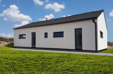 Reference realizované dřevostavby - moderní bungalov 5+kk ve Skaličce u Hradce Králové