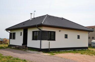 Prosluněný bungalov 4+kk v obci Kasalice