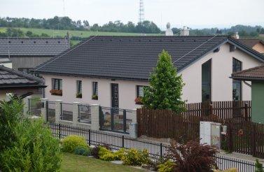 Prostorný bungalov 5+kk v obci Stěžírky