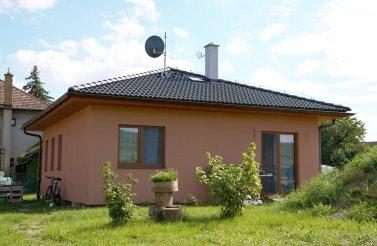 Menší bungalov 3+kk v obci Veliny pro nenáročnou rodinu