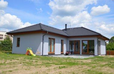Jendogenerační bungalov v obci Polánky nad Dědinou